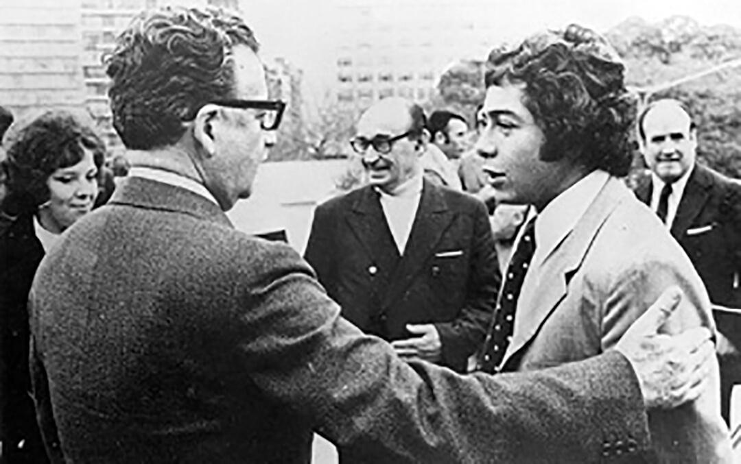 Caszely abbraccia Salvador Allende